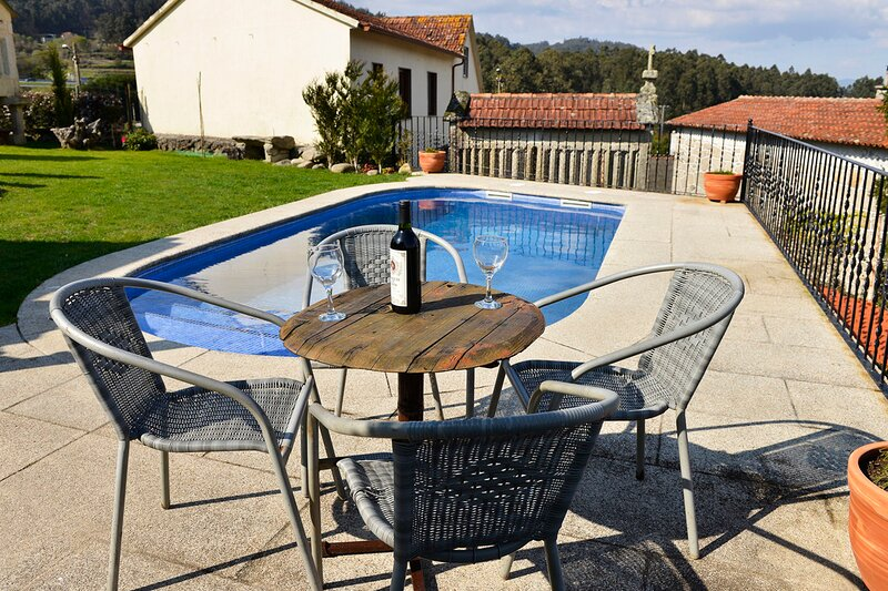 Cobres Villa Sleeps 14 with Pool and Air Con - 5829185, holiday rental in Vilaboa