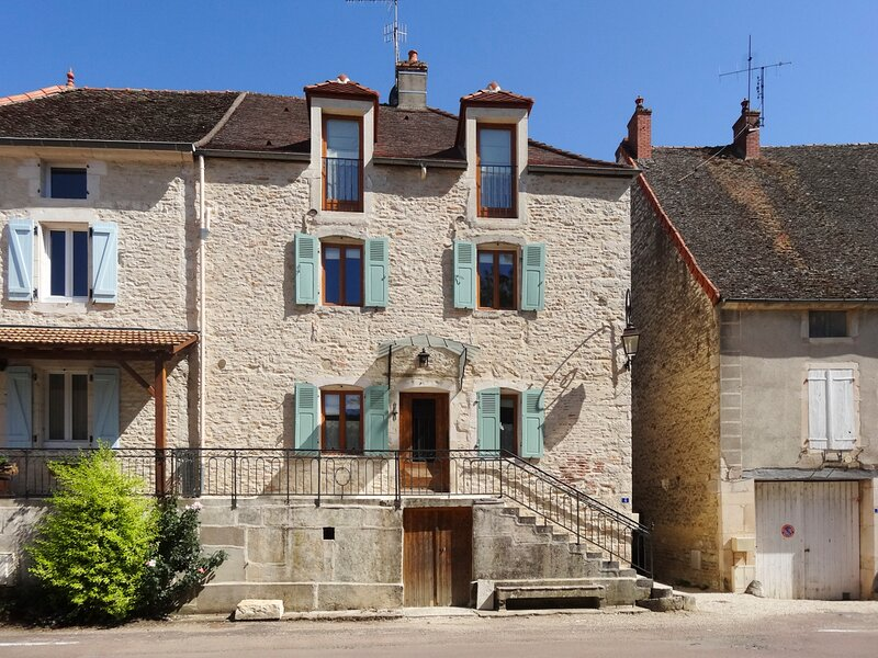 Puligny-Montrachet Town House Sleeps 6 with Air Con - 5832161, vacation rental in Chassagne-Montrachet