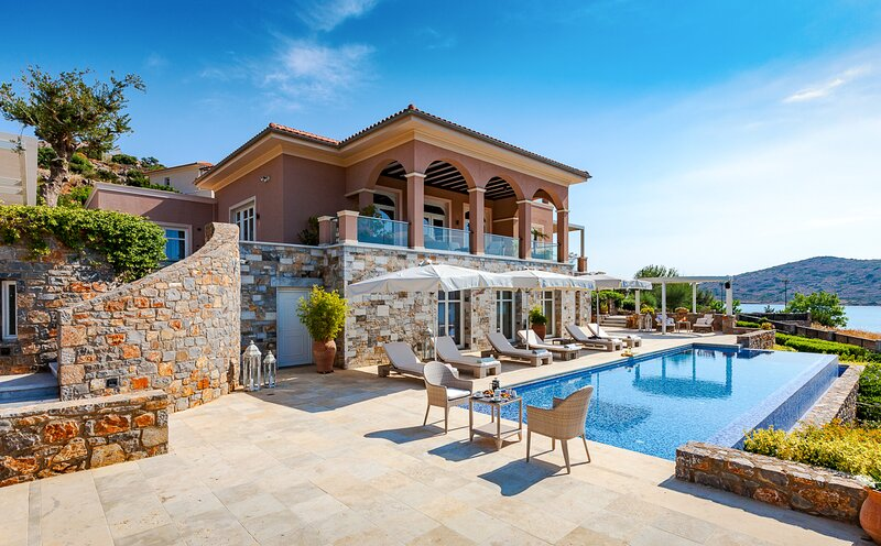 Tsifliki Villa Sleeps 12 with Pool and Air Con - 5832447, vacation rental in Agia Paraskevi