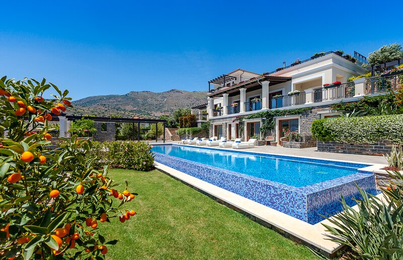 Tsifliki Villa Sleeps 12 with Pool and Air Con - 5832448, vacation rental in Agia Paraskevi