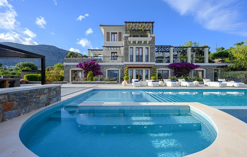 Tsifliki Villa Sleeps 10 with Pool and Air Con - 5832449, vacation rental in Agia Paraskevi