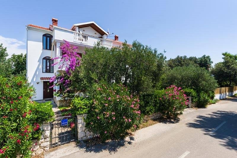 Pupa - nice family apartments: A2 Mihael(4+1) - Petrcane, vacation rental in Petrcane