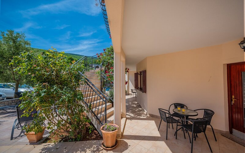 Drenje Apartment Sleeps 5 with Pool Air Con and WiFi - 5833188, holiday rental in Drenje