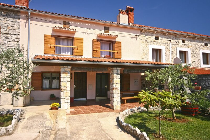 Orihi Holiday Home Sleeps 4 with Air Con - 5833177, vacation rental in Orihi