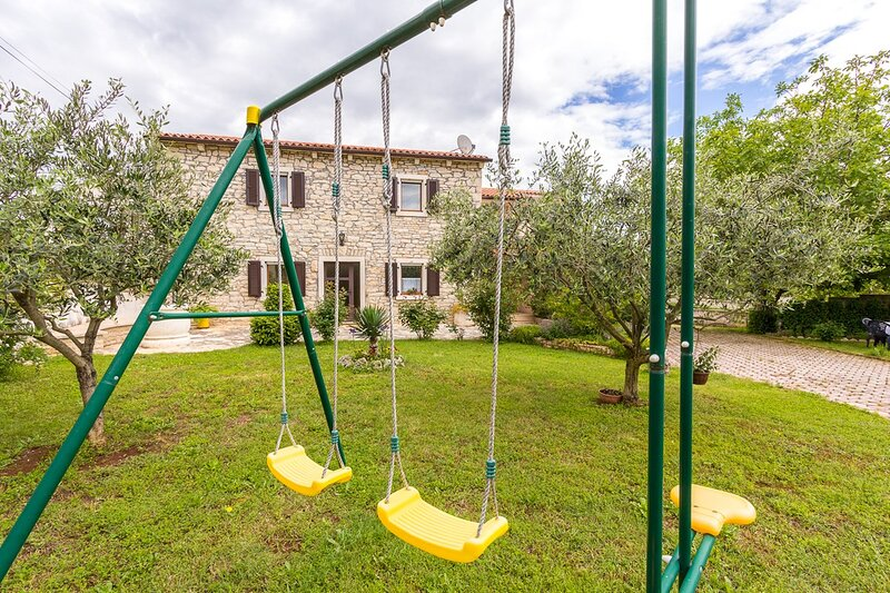 Segotici Apartment Sleeps 4 with Air Con and WiFi - 5833275, holiday rental in Pavicini