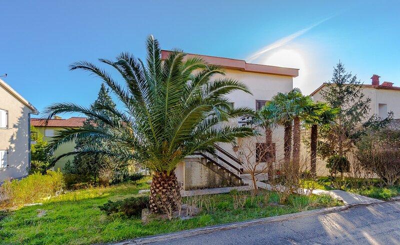Premantura Apartment Sleeps 4 with Air Con and WiFi - 5833293, alquiler vacacional en Premantura