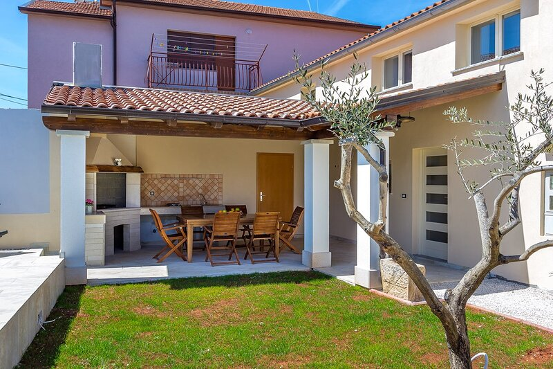 Valtura Holiday Home Sleeps 6 with Pool Air Con and WiFi - 5833526, casa vacanza a Valtura