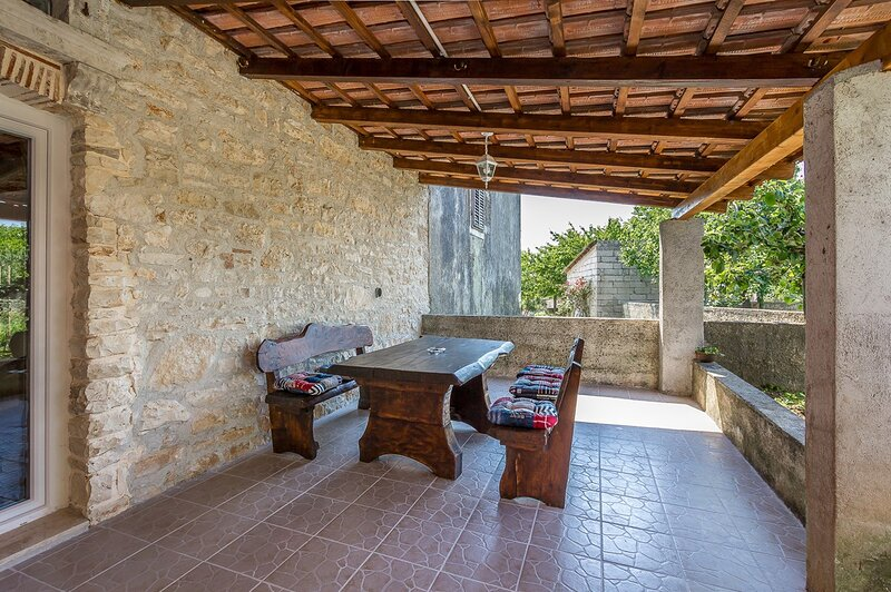 Valtura Holiday Home Sleeps 6 with Air Con and WiFi - 5833544, vacation rental in Valtura