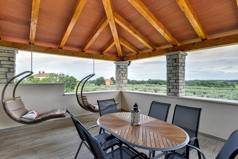 Buzinija Holiday Home Sleeps 8 with Pool Air Con and WiFi - 5833584, location de vacances à Fiorini