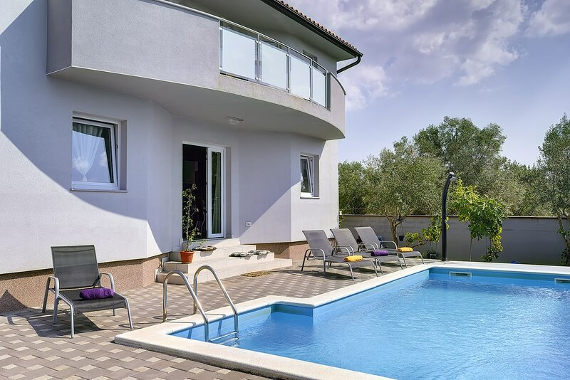 Butkovici Holiday Home Sleeps 8 with Pool Air Con and WiFi - 5833522, holiday rental in Butkovici
