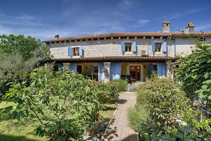 Marcana Holiday Home Sleeps 8 with Pool Air Con and WiFi - 5833591, casa vacanza a Marcana