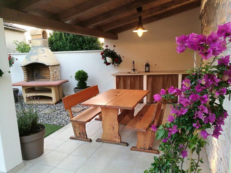Bubani Holiday Home Sleeps 4 with Air Con and WiFi - 5833658, aluguéis de temporada em Kruncici