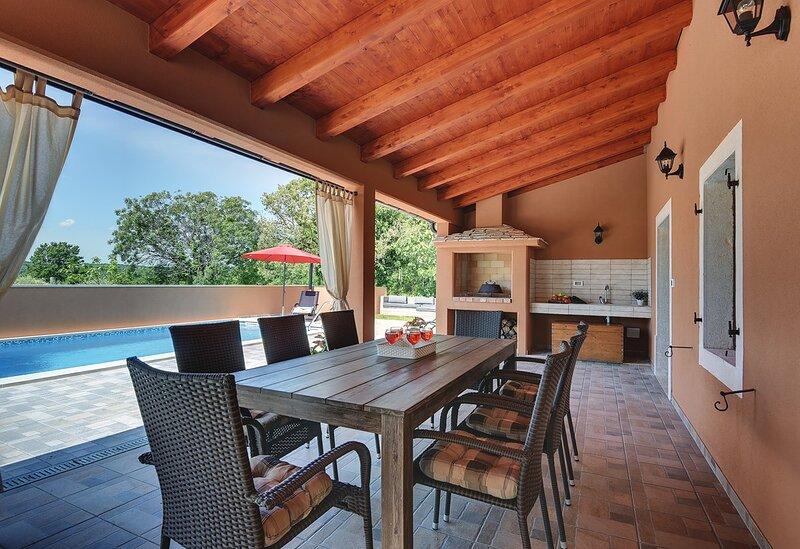 Rakalj Holiday Home Sleeps 10 with Pool Air Con and WiFi - 5833768, holiday rental in Rakalj