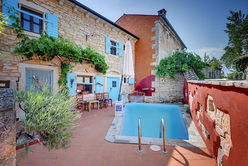 Rezanci Holiday Home Sleeps 4 with Pool Air Con and WiFi - 5833773, location de vacances à Stokovci