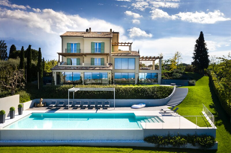 Civitanova Alta Villa Sleeps 20 with Pool and Air Con - 5833915, casa vacanza a Potenza Picena