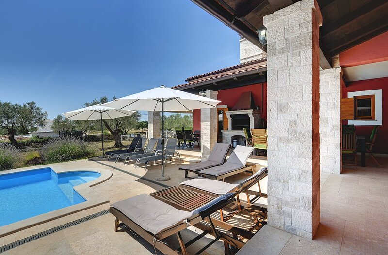 Jursici Holiday Home Sleeps 12 with Pool Air Con and WiFi - 5833786, holiday rental in Jursici
