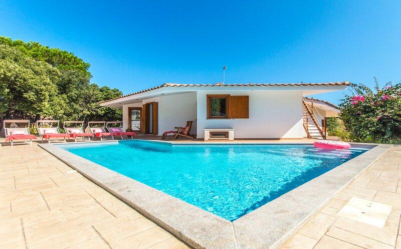 Portobello di Gallura Villa Sleeps 8 with Pool and Air Con - 5835438, holiday rental in Aglientu
