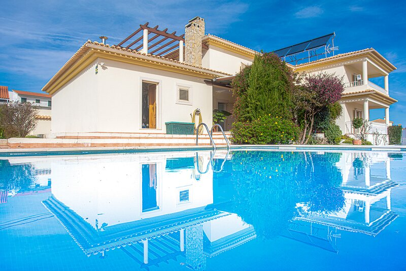 Quinta Do Conde Villa Sleeps 10 with Pool and Air Con - 5834793, location de vacances à Quinta Do Conde