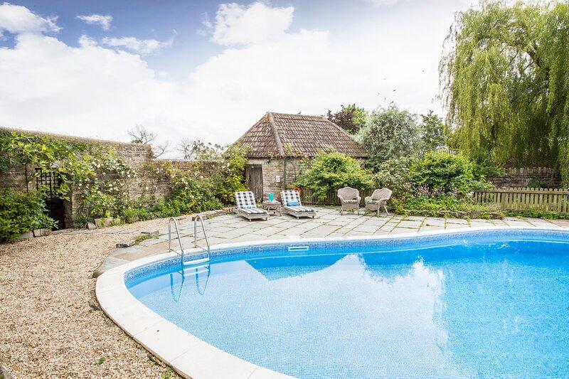 Long Sutton Villa Sleeps 13 - 5835449, location de vacances à Ilchester