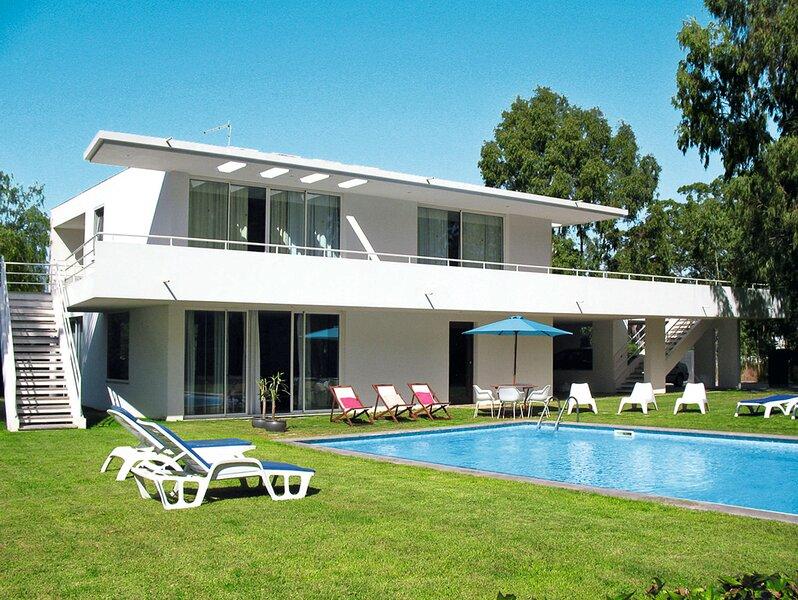 Montes de Alvor Villa Sleeps 6 with Pool and Air Con - 5834802, location de vacances à Figueira