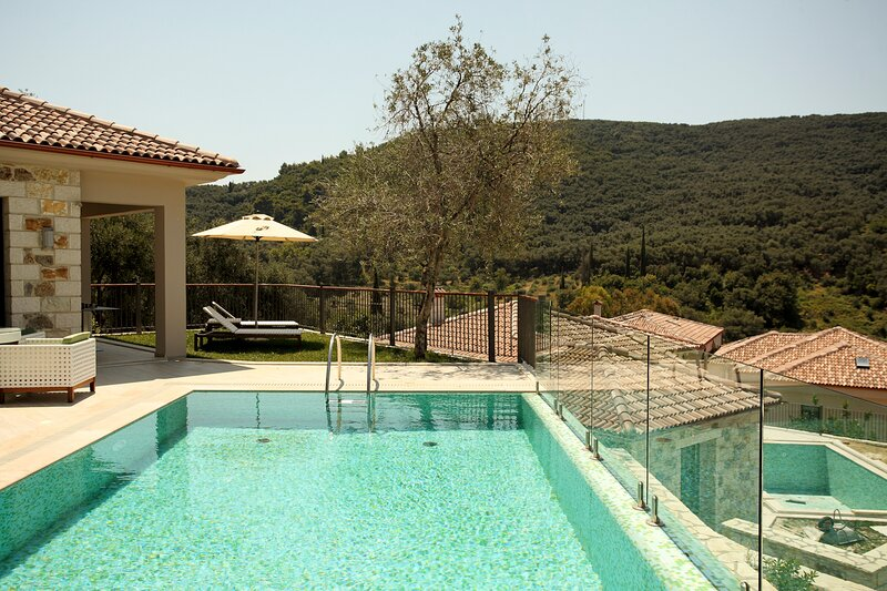 Marnora Villa Sleeps 5 with Pool and Air Con - 5836258, holiday rental in Margariti
