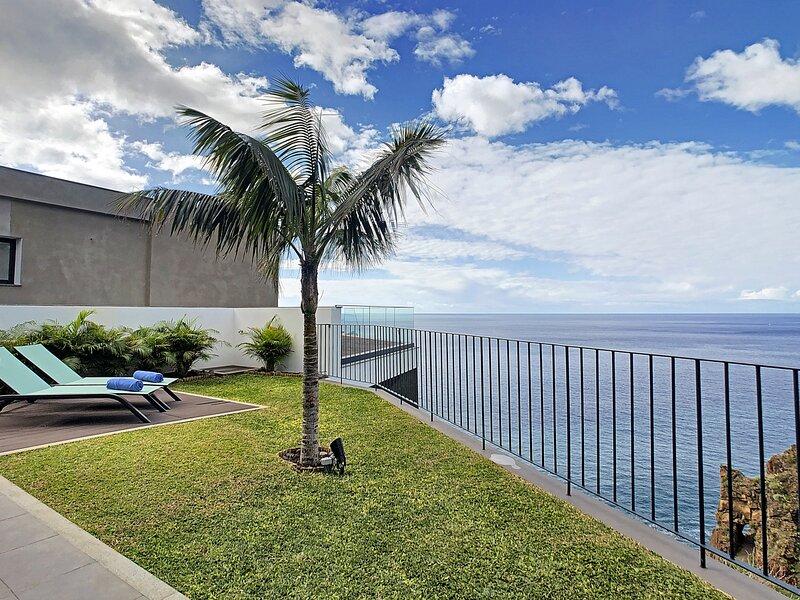 Ponta do Sol Villa Sleeps 7 - 5835955, Ferienwohnung in Canhal