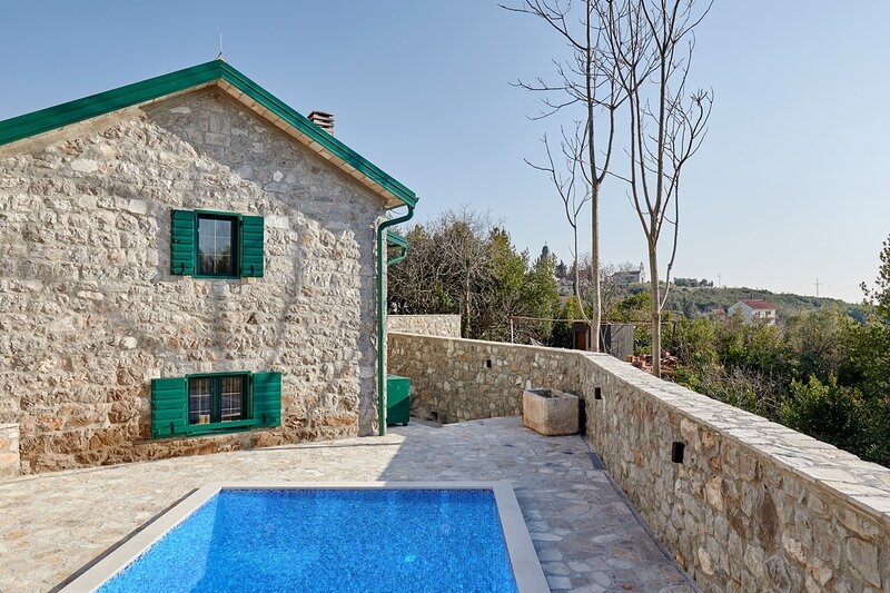 Bogisici Villa Sleeps 4 with Pool and Air Con - 5835979, holiday rental in Krasici