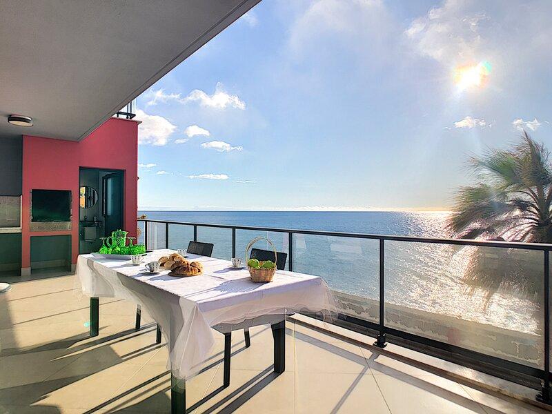 Paul do Mar Villa Sleeps 8 - 5835981, location de vacances à Paul do Mar
