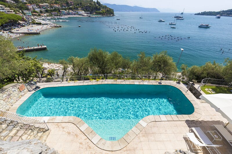 Portovenere Villa Sleeps 8 with Pool and Air Con - 5837036, alquiler de vacaciones en Porto Venere