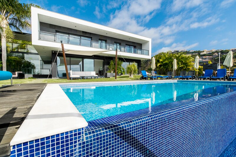 Quinta do Almeida Villa Sleeps 8 with Pool - 5836012, Ferienwohnung in Canhal