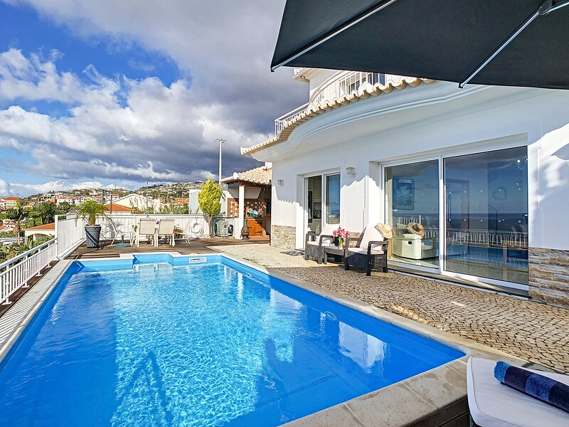 Lugar de Baixo Villa Sleeps 8 with Pool and Air Con - 5836013, Ferienwohnung in Canhal