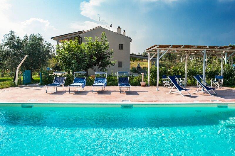 Cupra Marittima Villa Sleeps 11 with Pool and Air Con - 5837820, vacation rental in Cupra Marittima