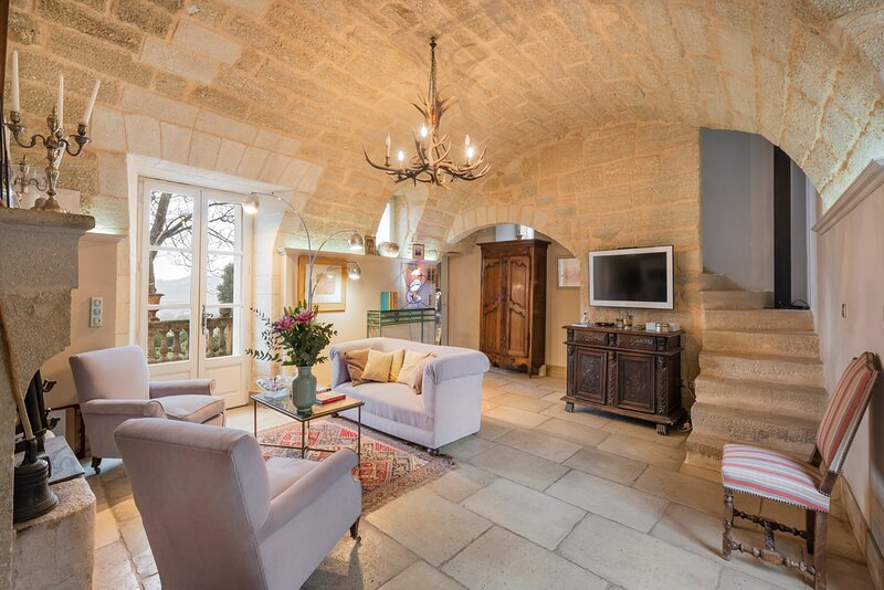 Saint-Siffret Chateau Sleeps 12 with Pool - 5836229, vacation rental in Saint-Victor-des-Oules