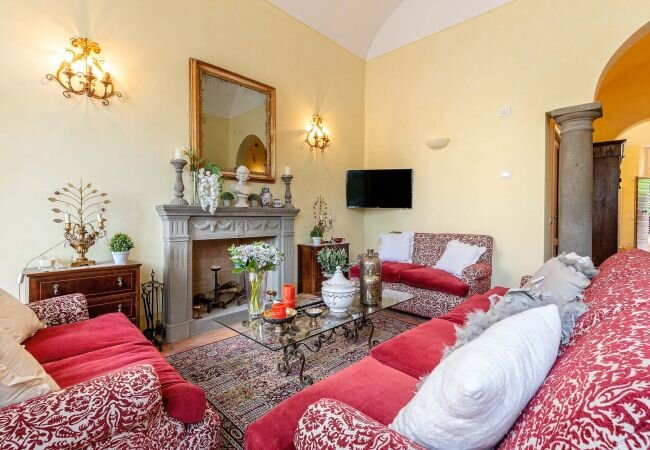 Lucca Apartment Sleeps 5 with Air Con and WiFi - 5840807, holiday rental in San Pietro in Campo