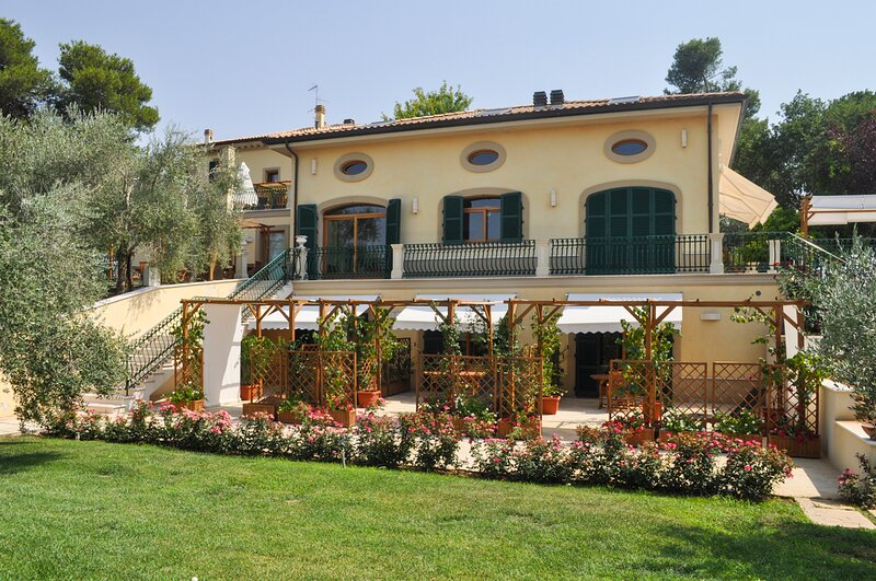 Borghetto II Villa Sleeps 16 with Pool and Air Con - 5839753, holiday rental in Orciano di Pesaro