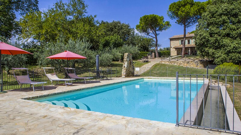 Ceralto Villa Sleeps 12 with Pool - 5839754, Ferienwohnung in Piedicolle