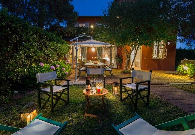 Lucca Villa Sleeps 8 with Air Con and WiFi - 5840828, vacation rental in Barga