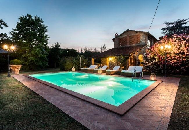 Colle di Compito Villa Sleeps 10 with Pool Air Con and WiFi - 5840843, holiday rental in Colle di Compito