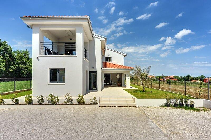 Marcana Holiday Home Sleeps 8 with Pool Air Con and WiFi - 5842351, casa vacanza a Marcana