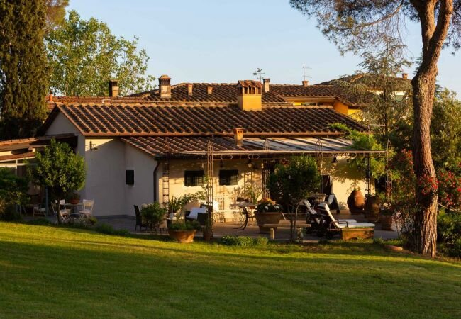 Pescia Villa Sleeps 2 with Pool Air Con and WiFi - 5840867, location de vacances à Santa Lucia