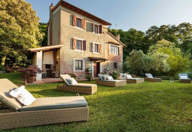Meati Villa Sleeps 8 with Pool Air Con and WiFi - 5840879, holiday rental in Pozzuolo