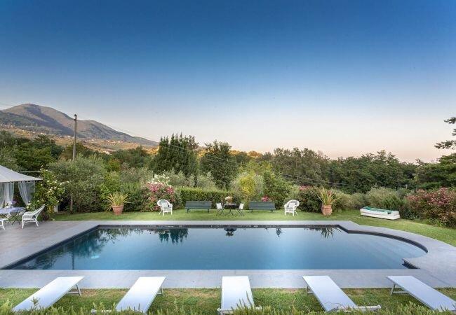 Matraia Villa Sleeps 6 with Pool Air Con and WiFi - 5861441 – semesterbostad i Valgiano