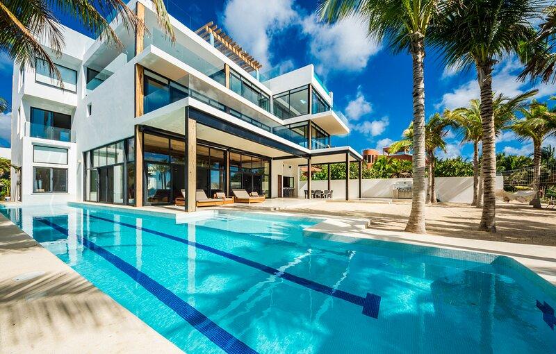 Tankah Cuatro Villa Sleeps 14 with Pool and Air Con - 5870068, alquiler de vacaciones en Bahía de Soliman