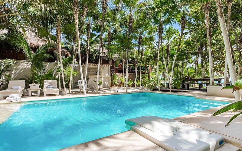 Tankah Cuatro Villa Sleeps 12 with Pool and Air Con - 5870072, alquiler de vacaciones en Bahía de Soliman