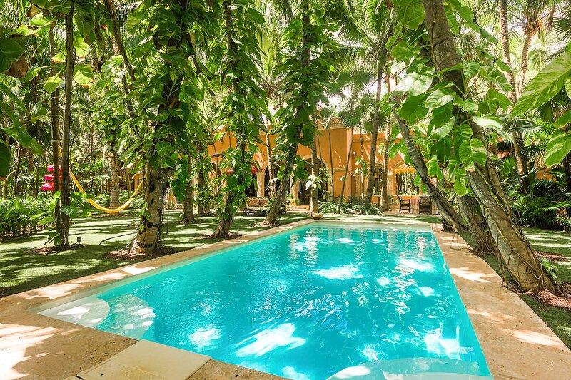 Yuyum Uno Villa Sleeps 18 with Pool and Air Con - 5870075, vacation rental in Punta Allen