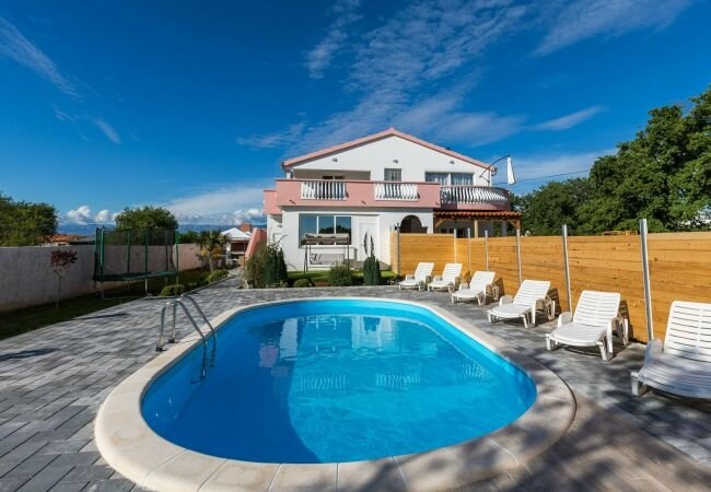 Pula Villa Sleeps 8 with Pool Air Con and WiFi - 5870320, vacation rental in Galovac