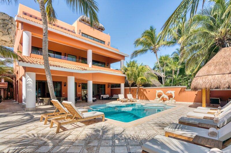 Tankah Cuatro Villa Sleeps 34 with Pool and Air Con - 5870084, alquiler de vacaciones en Bahía de Soliman