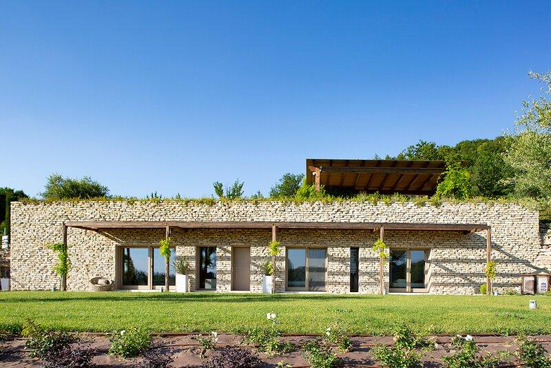 Col d'Erba III Villa Sleeps 6 with Pool and Air Con - 5870623, holiday rental in San Presto