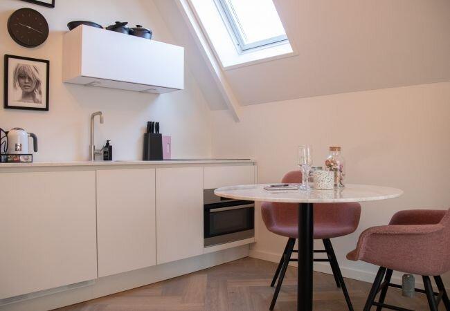 Alkmaar Apartment Sleeps 2 with Air Con and WiFi - 5870994, holiday rental in Oterleek