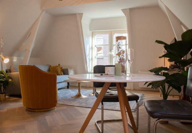 Alkmaar Apartment Sleeps 2 with Air Con and WiFi - 5870995, holiday rental in Oterleek